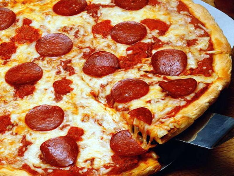 Pizza Pepperoni, uma refeição simples | Mulher Portuguesa