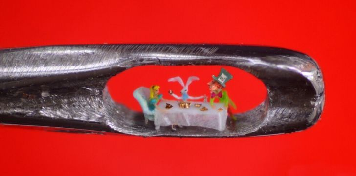 Willard Wigan's sculptures of Alice in Wonderland
