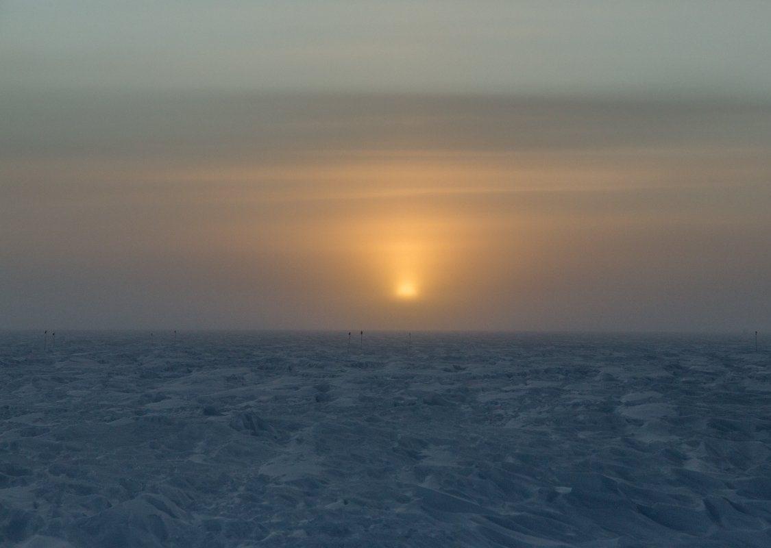 O poder de um nascer do sol no Pólo Sul após seis meses de escuridão