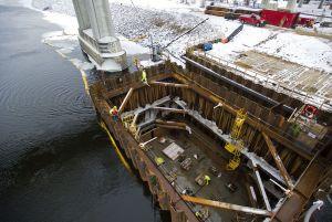 Como pontes são contruídas sobre a água?