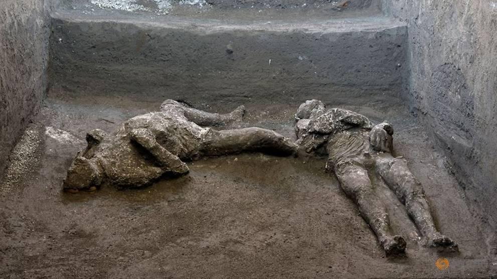 """A escavação de Pompeia revela os restos mortais """"quase perfeitos"""" de um mestre e seu escravo"""