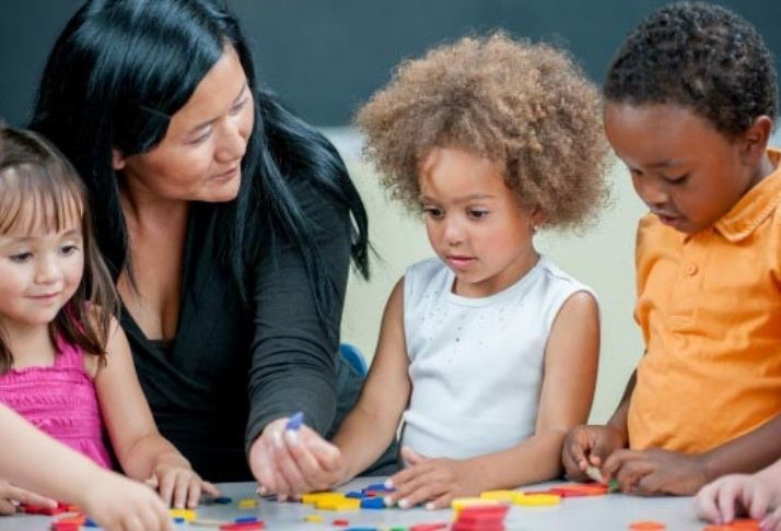 Se crianças crescessem isoladas dos adultos, será que criariam sua própria língua?