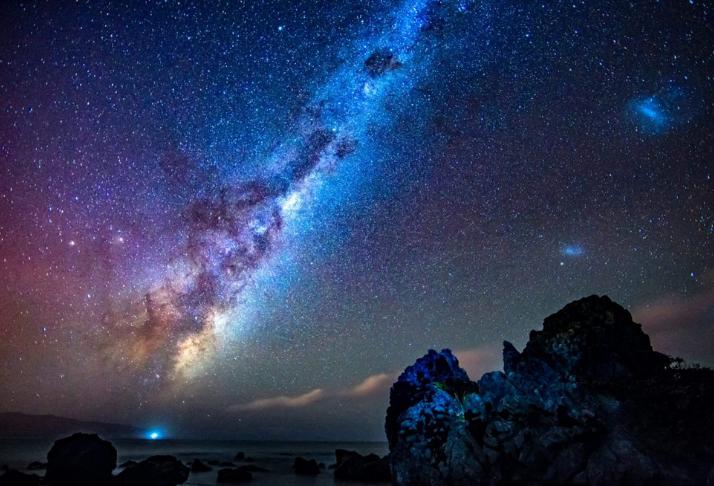 ID2299: A galáxia que está a beira do colapso