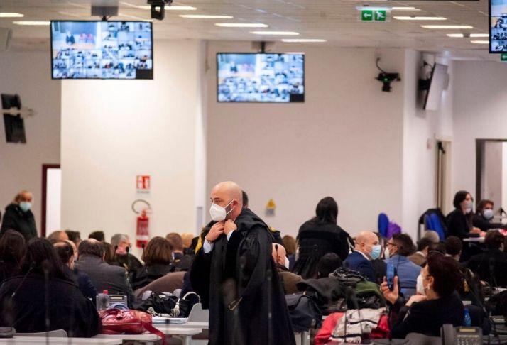 O início de um dos maiores julgamentos de máfia em um tribunal na Itália
